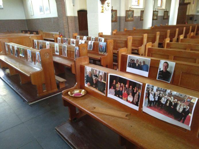 Een deel  van de ruim 200 selfies stond tijdens Palmpasen in de kerk van Zaltbommel.