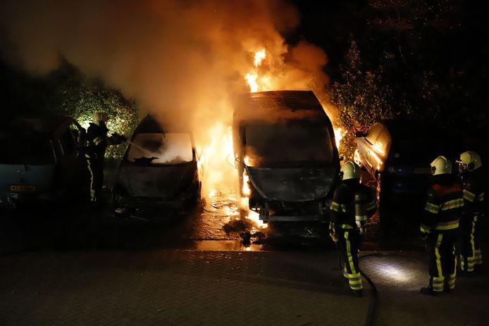 Brandende auto's in Grave in oktober 2018.