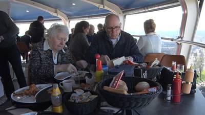 Eerste gasten genieten in Rotterdamse UFO
