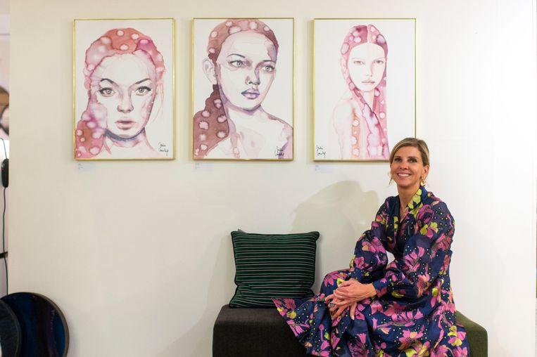 Julie Loeckx bij drie van haar kunstwerken