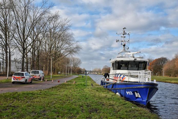 Met een sonarboot heeft de politie zaterdagmiddag gezocht naar het lichaam van de 49-jarige Tilburger Bart van Poppel alias Skippy.