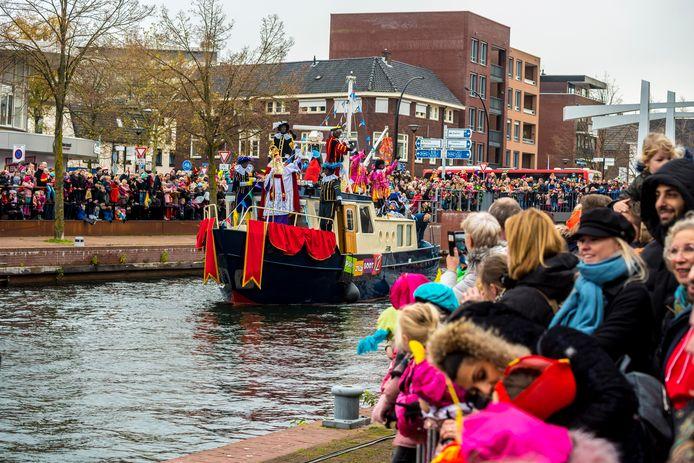 Door de traditionele intocht van Sinterklaas per pakjesboot in Almelo was al een streep gezet. De alternatieve tour door de stad mag ook niet doorgaan.