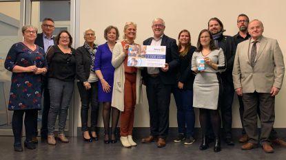 Rotary Sint-Pieters-Leeuw schenkt speelgoedcheques aan OCMW