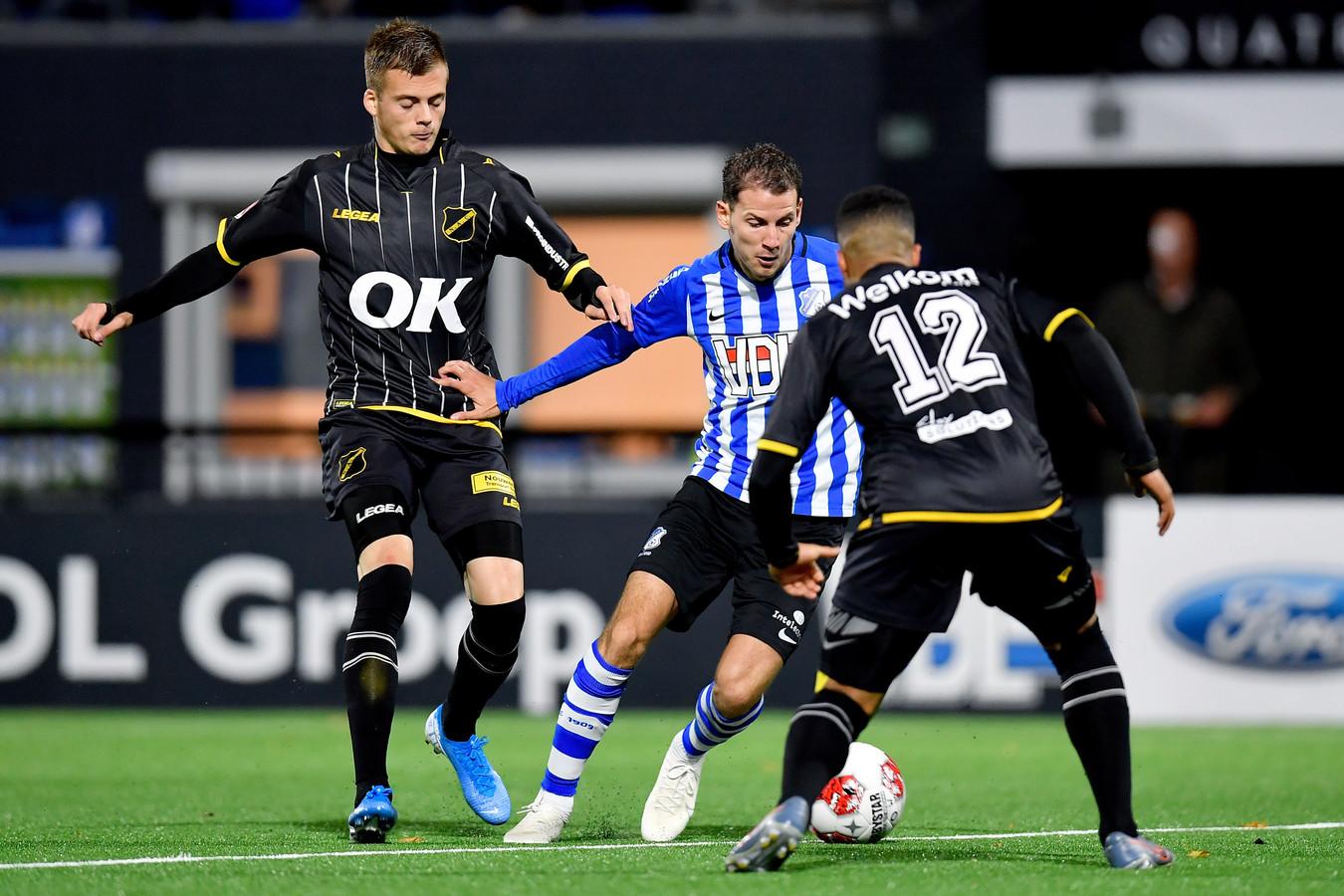 Joey Sleegers scoorde vrijdag nog in het duel met NAC (2-2), maar viel uit tegen Jong PSV (2-1 verlies) en is er op bezoek bij Almere City niet bij.