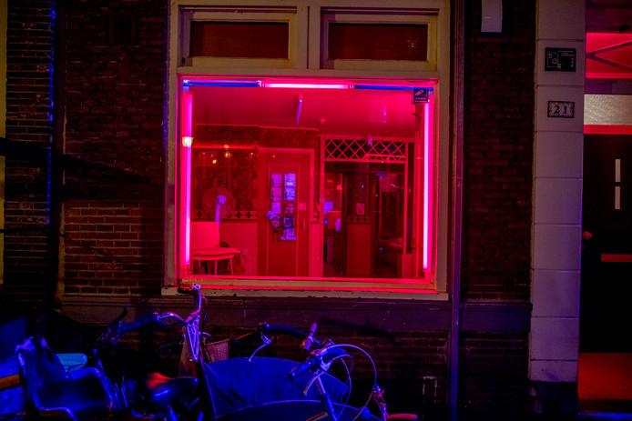 Nu steeds meer legale seksbedrijven sluiten, dreigt de criminaliteit. En dat geldt net zo goed voor Zwolle, weet Jaap de Boer van stichting Non Nobis uit Zeist.