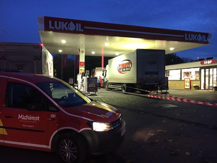 Het tankstation bleef even afgesloten na het ongeval.