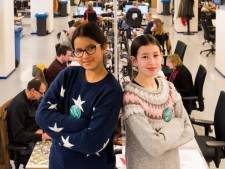 Twee Eindhovense meiden voor 'n dag de baas van het ED: 'Nou kom op: allemaal aan het werk!'