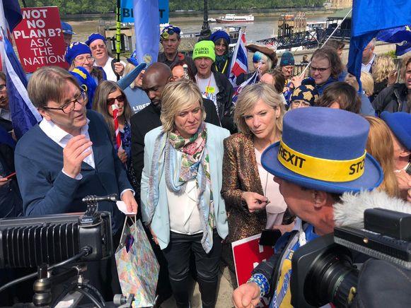 Guy Verhofstadt, Hilde Vautmans en Lynn Wesenbeeck in Londen.