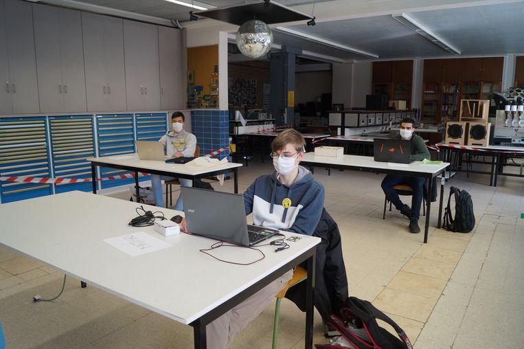 Matthias, Dufoort, Arthur Vande Weghe en Sina Karbassi van 6 Elektronica.