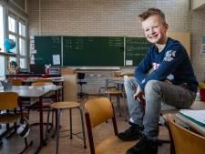 Taco (8) verkent nieuwe school als eerste en neemt een week les met andere klasgenoten
