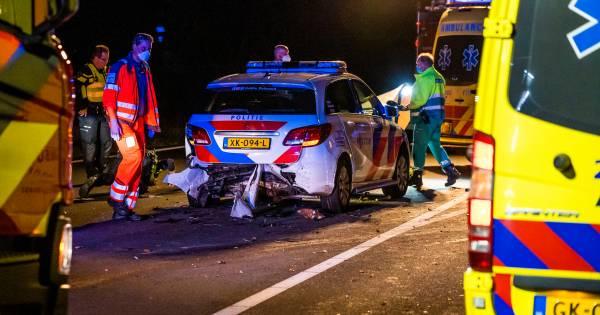 Twee politieagenten gewond bij aanrijding op Brabantse snelweg.