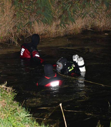 Brandweerduikers doorzoeken watergang bij Zaamslag, maar vinden niemand