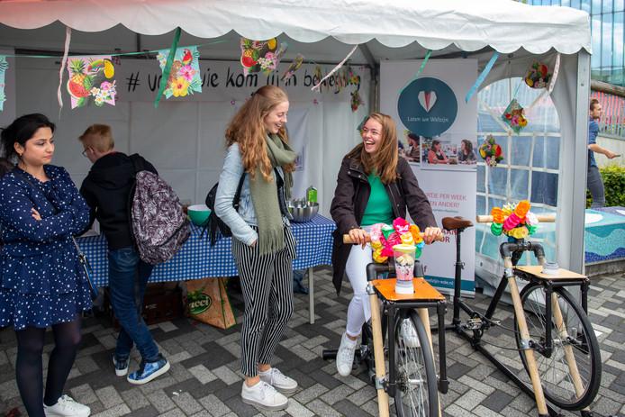 Nieuwe studenten op het Introfestival van de CHE.