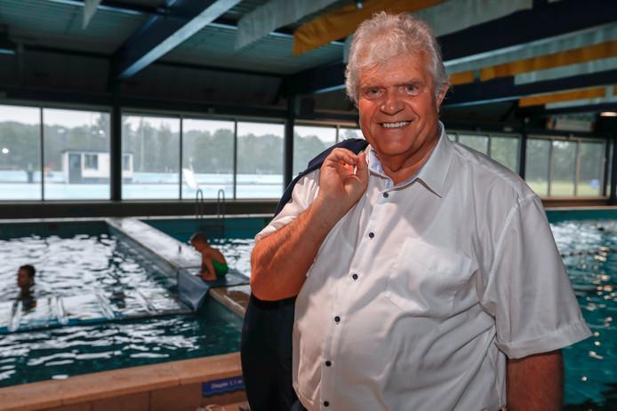Laco-directeur Bert Lavrijsen in het Geldropse zwembad de Smelen.