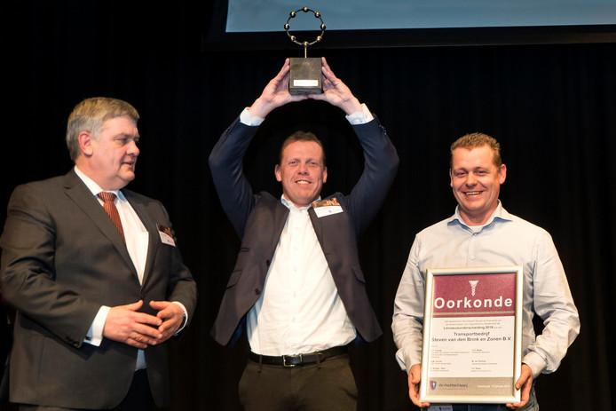 Alex van den Brink, eigenaar van transportbedrijf Steven van den Brink en Zonen uit Ermelo, is zichtbaar blij met het winnen van de Linnaeusprijs 2018