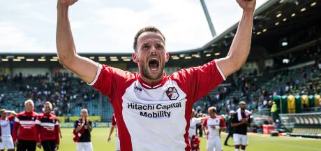 Supporters PEC pakken auto Zwolse FC Emmen-speler in