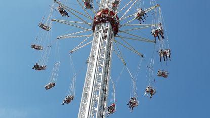 Zweefmolen van 80 meter hoog loopt vast op Nederlandse kermis: bezoekers zitten half uur vast