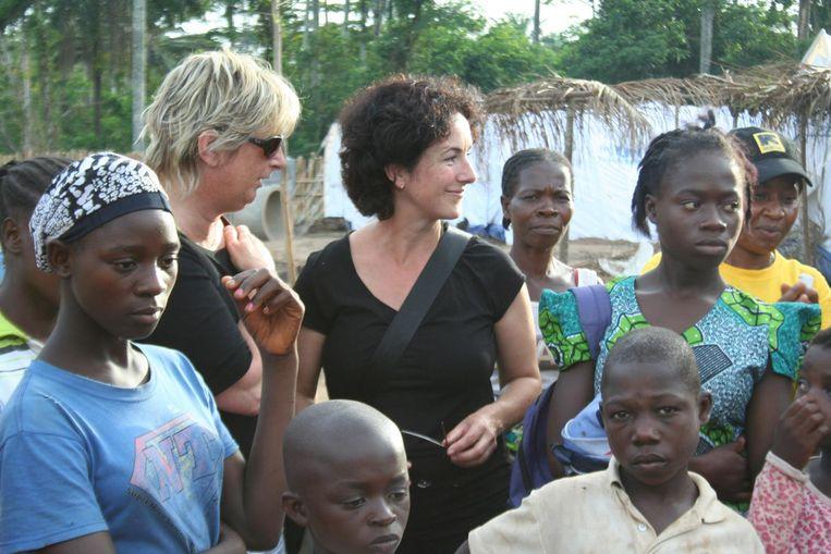 Met Tineke Ceelen in Ivoorkust, in 2011. Beeld Arthur de Leeuw