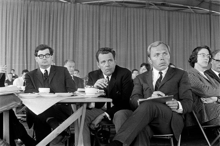 Hans Gruijters (uiterst links) op een algemene ledenvergadering van de VPRO in 1968. Beeld ANP
