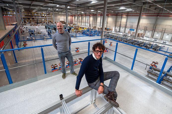 Jeroen Dekker (zittend) en Jean Lahaye (staand) zijn de oprichters van Active Ants, dat in Roosendaal een bijzonder distributiecentrum heeft geopend.