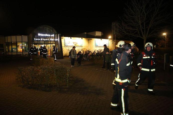 De brandweer na de controle in het complex.