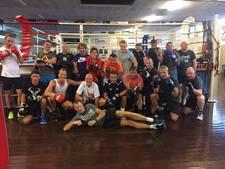 Directeuren gaan met elkaar de strijd aan in de boksring in Bunnik