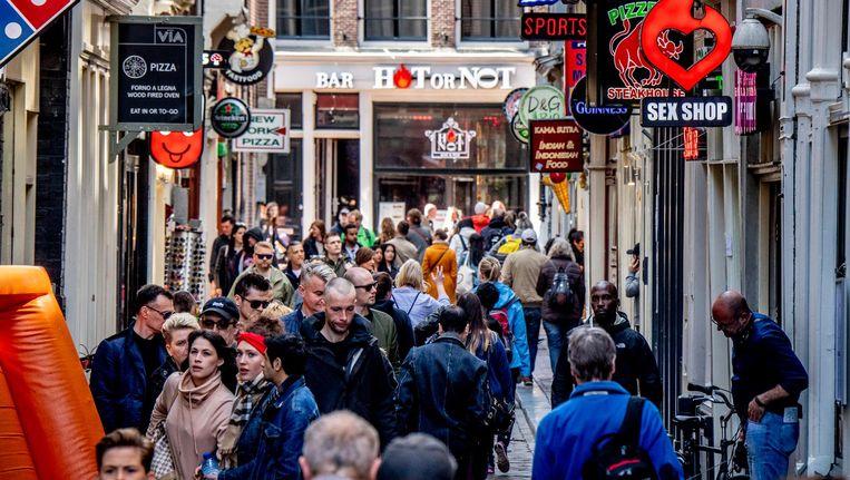 Drukte op de Wallen in Amsterdam Beeld anp