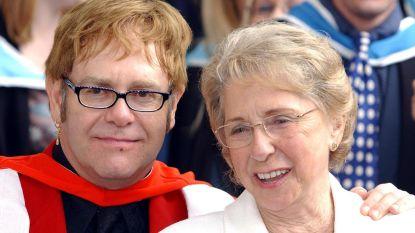 """De moeder van Elton John verpestte zijn 'huwelijksdag': """"Ze was een sociopaat"""""""