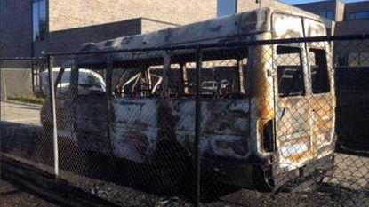 Schoolbus van Lucernaschool uitgebrand, drie voertuigen gevandaliseerd
