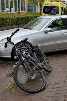 Fietser en scooterrijder gewond door aanrijding met automobilisten op steenworp afstand van elkaar in Ede