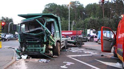 Truck negeert rood licht: bestuurder kritiek