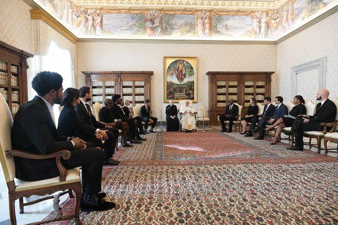 Paus Franciscus ontving een NBA-delegatie in Vaticaanstad.
