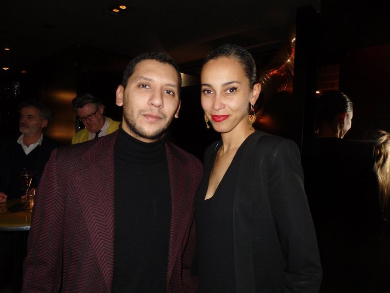 Mo Anwar, schrijver voor Vogue Man en Vogue Arabia, met stylist Xaviera Aubri. Xaviera eet graag bij restaurant Taiko. 'Hun selectie van sake is ge-wel-dig' Beeld Schuim