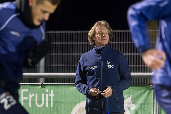 Amateurvoetbal Ad van Seeters van TSC uit Oosterhout bezig met de training. Foto René Schotanus/Pix4Profs