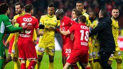 Herbeleef het doelpuntenloos gelijkspel met drie rode kaarten tussen Standard en Oostende