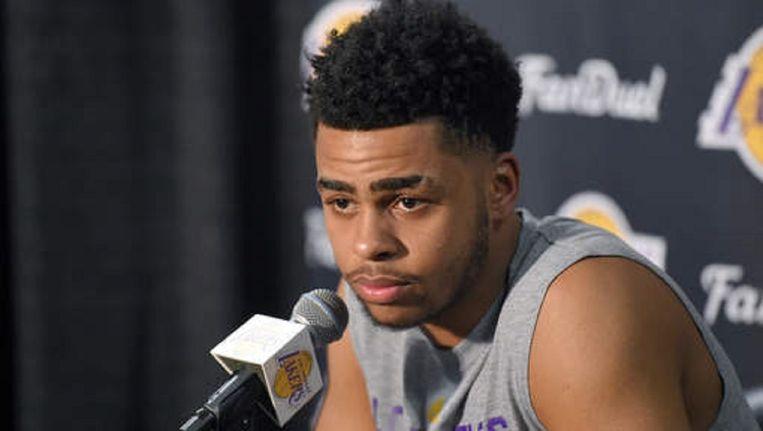 Basketballer D'Angelo Russell van de Los Angeles Lakers biedt zijn excuses aan voor het stiekem filmen van zijn ploeggenoot Nick Young. Beeld AP