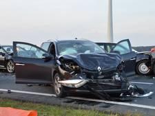 Enorme ravage in Zeewolde na botsing met 6 auto's