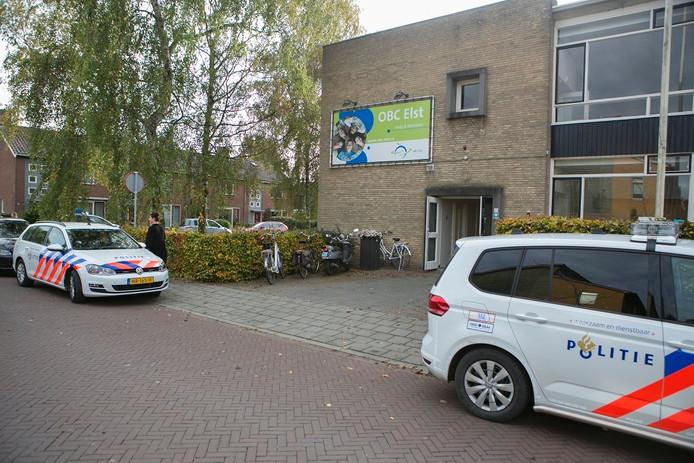 Op het OBC in Elst is een leraar in zijn bil gestoken door een brugklasser.