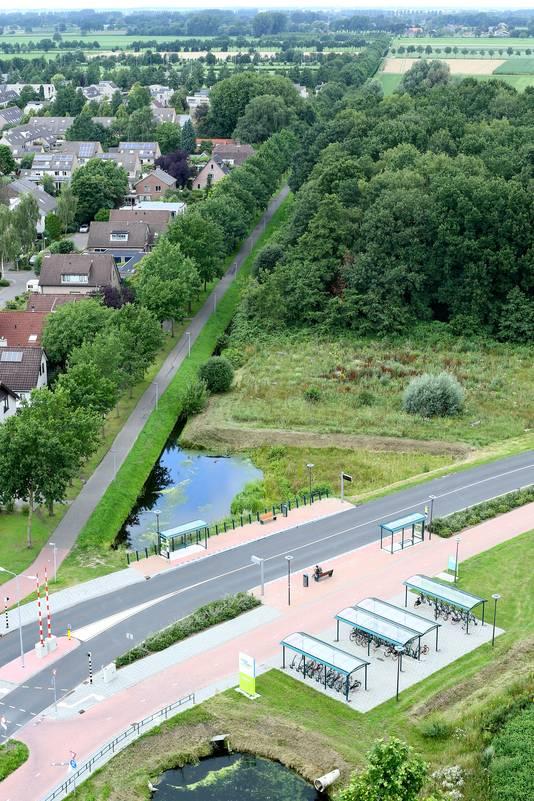 Het deel van het gebied waar de weg over de campus zou moeten komen, gezien vanaf de sterflat Dijkgraaf.