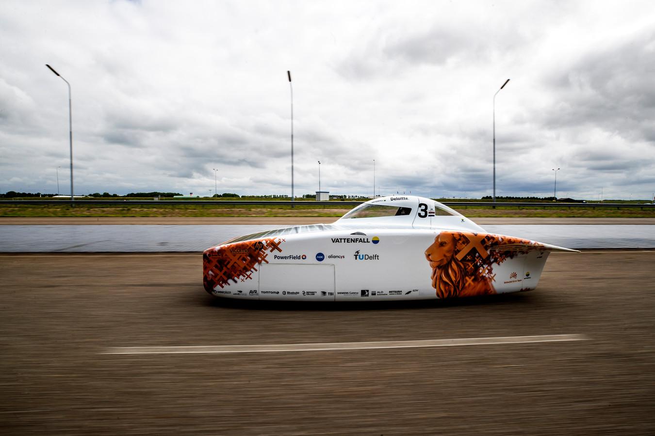 De NunaX van het Vattenfall Solar Team