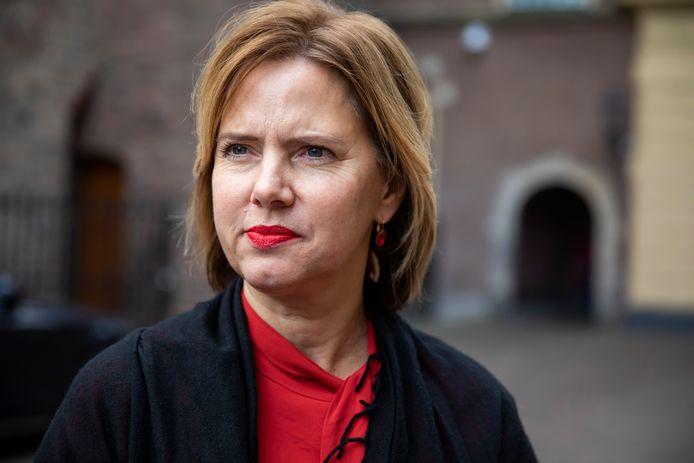 Minister Cora van Nieuwenhuizen is teleurgesteld dat de Europese Commissie niet akkoord gaat met haar plan om vliegtuigen te verplaatsen van Schiphol naar Lelystad Airport, maar wil niet ingaan op de redenen voor Brussel om niet akkoord te gaan