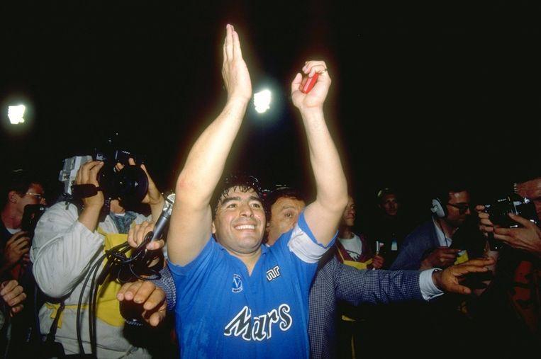 Diego Maradona in 1989 na het winnen van de UEFA Cup met Napoli.