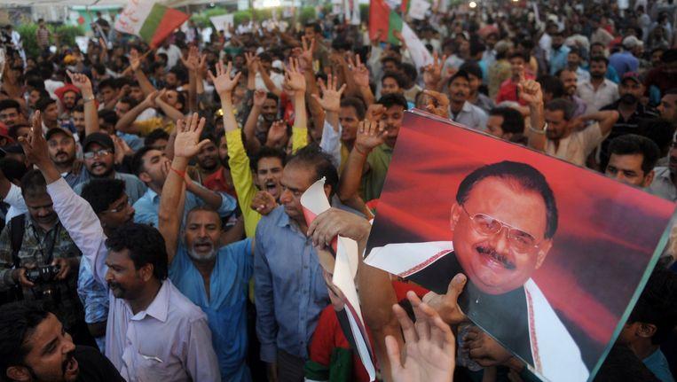 Supporters van de Pakistaanse MQM-partij vieren het nieuws dat hun leider Altaf Hoessein op borgtocht vrij is. Beeld afp