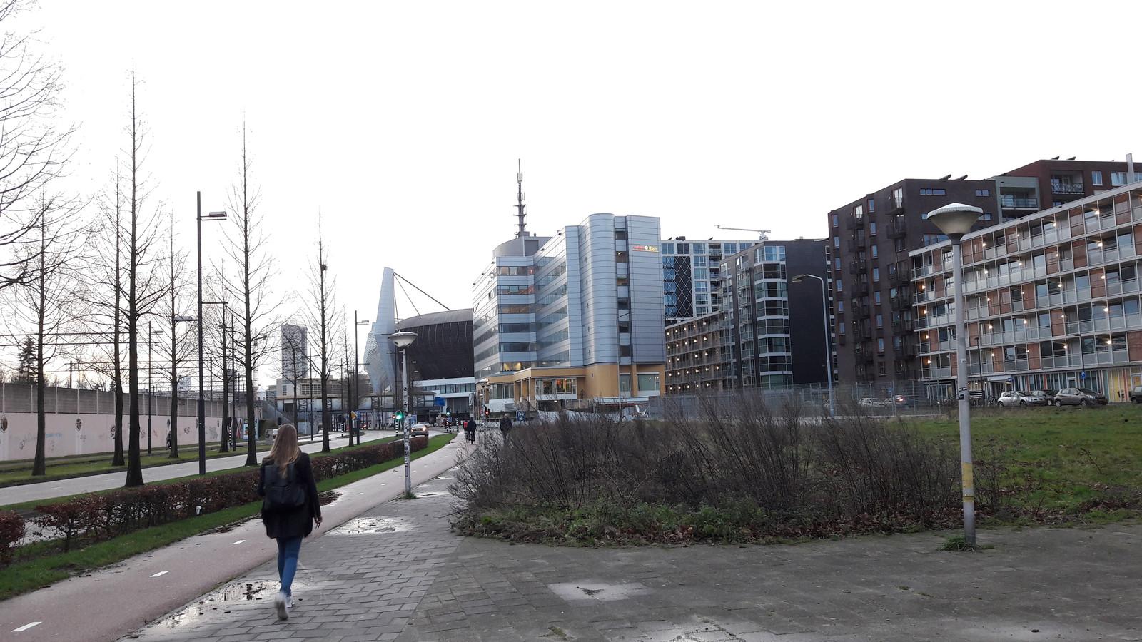 Naast het Eurobuilding (achtergrond) aan de PSV-laan is nog plaats voor een woontoren, voor de glazen flat van Hartje Eindhoven komen ook woningen.