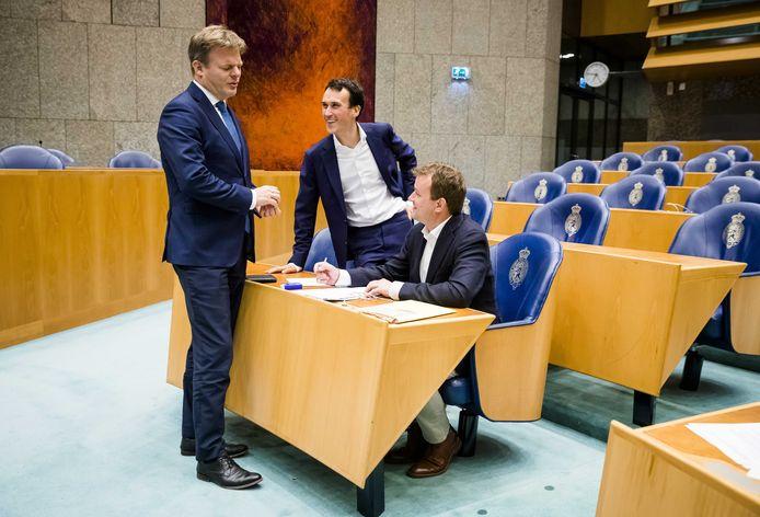 Pieter Omtzigt (CDA), Paul Smeulders (Groenlinks) en Bart van Kent (SP) tijdens het plenaire debat met de Tweede Kamer over het pensioenakkoord.