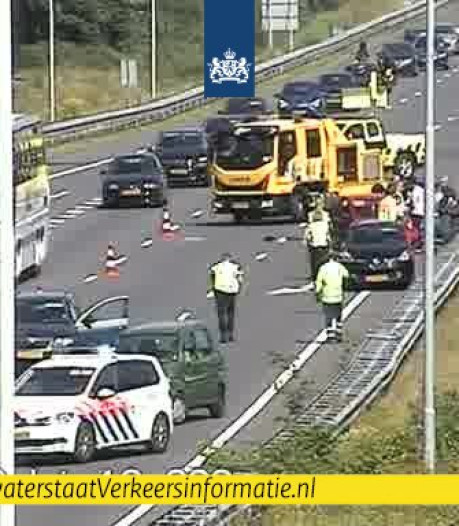 Vijf auto's betrokken bij botsing op A58 van Eindhoven naar Tilburg, wegen weer vrij