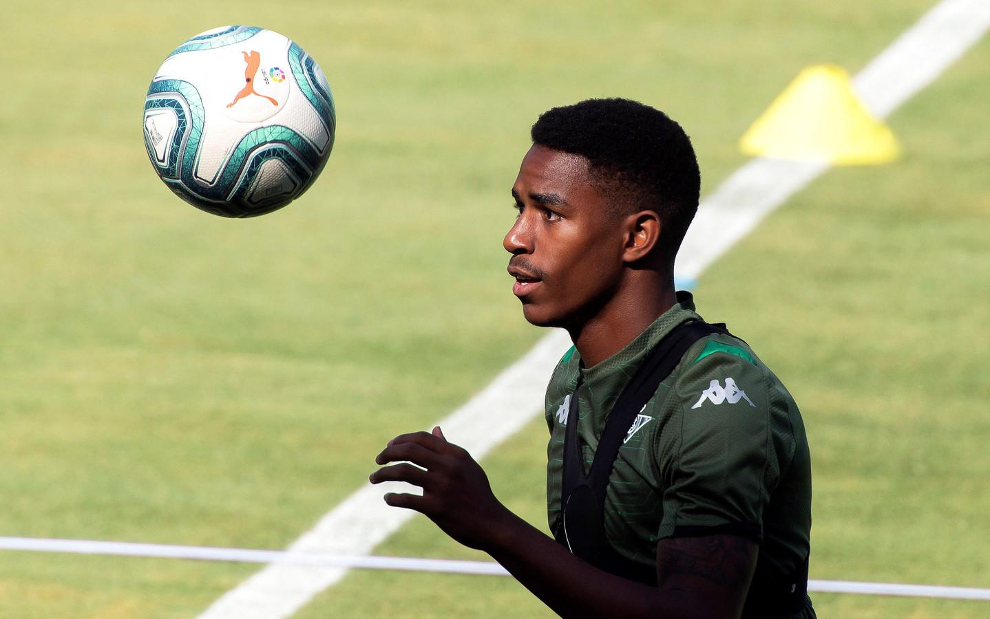 Junior Firpo tijdens een training bij Real Betis.