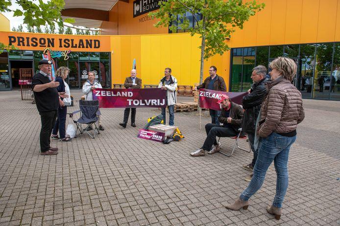 Zeeland Tolvrij voerde begin juli actie voor Studio A58 waar Provinciale Staten vergaderde over het compensatiepakket marinierskazerne.