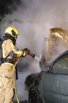 Drie branden in ruim half uur in Delftse wijk Vrijenban: auto, kliko en container branden af
