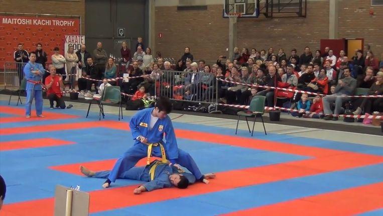 Een sfeerbeeld van het karatetornooi van vorig jaar in de sporthal van Ninove.